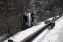 Nehoda osobního vozidla u Kamenné Lhoty.