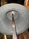 Vnitřek zvonu sv. Václav. Je na něm patrné značné opotřebování věkem. Několikrát musel být opravován. Foto: Jiří Víšek