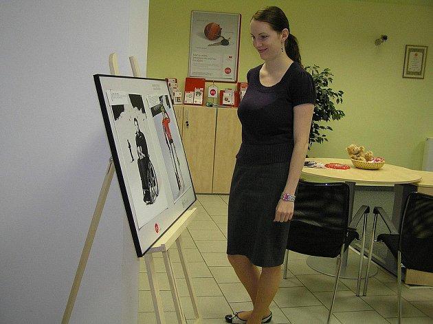 Fotografická výstava v havlíčkobrodské Dolní ulici mapuje nelehký život vozíčkářů.