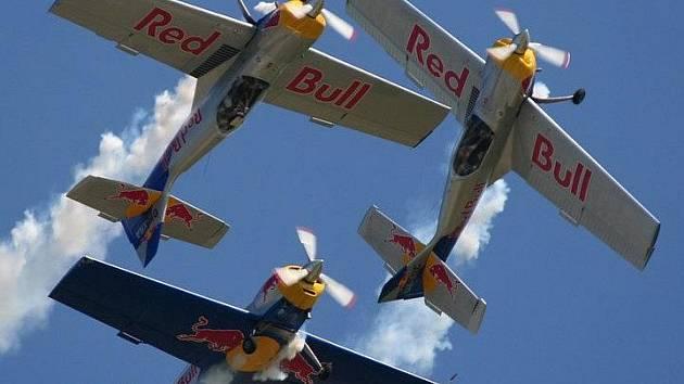 Hlavní lákadlem pro diváky by mělo být vystoupení legendárních akrobatů Flying Bulls.