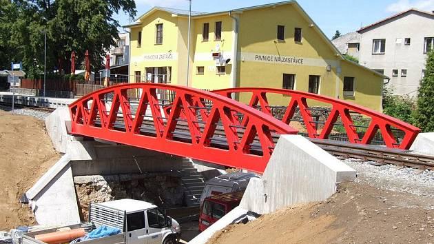 Počátkem týdne si ho do své správy převzala Správa železniční a dopravní cesty ČR. Most  bude po dobu nadcházejících šesti měsíců testován v režimu zkušebního provozu.