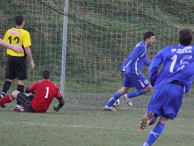 Radost si takto užívali fotbalisté Ždírce z jediného gólu zápasu.