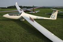 V areálu přibyslavského Aeroklubu členové připravili kromě prohlídky letiště, letadel a větroňů i bohatý doprovodný program. Ilustrační foto.