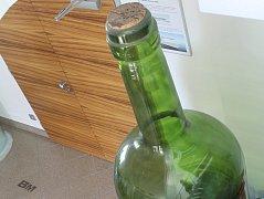 Bomma vyrobila také největší láhev na světě. Ta v současnosti brázdí ocean na palubě lodi Oasis of the Seas. Identickou lahev mohou lidé obdivovat i ve Světlé.