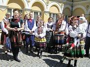 Polský soubor Bystrzacy zaujal originálními barevnými vyšívanými kroji v ceně tisícovek zlotých.