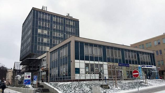 Budova, ve které dlouhá léta působil finanční úřad, je na prodej.