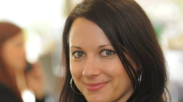 """Petra Kolesová v Londýně žije už třináct let a pochopitelně si zde našla i spoustu přátel. Většina z nich ale nejsou """"kovaní"""" Angličané, ale lidé z Polska, Walesu, Ukrajiny, Jižní Afriky."""