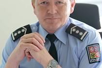 Jednapadesátiletý policista byl v roce 2008 jmenován vedoucím Inspektorátu cizinecké policie Jihlava, který spadal pod oblastní ředitelství v Brně. Po reorganizaci v roce 2011 se stal vedoucím cizinecké policie na Vysočině.