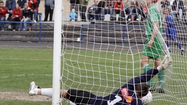Hned třikrát inkasovali. Hráčům Slovanu Havlíčkův Brod se poslední zápas sezony proti zachraňující se Vrchovině nevyšel. Domácí gólman Jindřich Adamec pustil za svá záda hned tři góly, což je v jeho famózní sezóně až příliš.