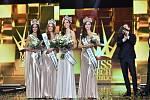 Vítězky soutěže Miss Czech Republic (Andrea Prchalová druhá zleva).
