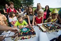 Oslavy 10. narozenin lišáka Lukáše v Záchranné stanici Pavlov u Ledče nad Sázavou.