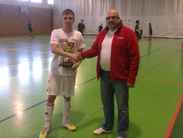 Premiéru. Tu má za sebou ve spojení soutěží organizátor Zdeněk Petr (vpravo), který říká, že došlo k oživení futsalové soutěže na Třebíčsku.