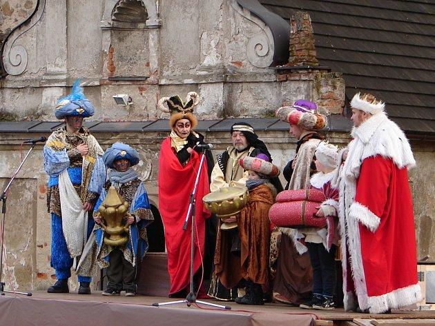 Putování za betlémskou hvězdou má téměř neměnný scénář, který se za ta léta osvědčil. Mění se hlavně pěvecké sbory a kapely.