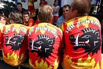 Družstvo nelze přehlédnout, z trikotů na soupeře cení špičáky kanec, který spolu s mlýnským, tzv. palečným, kolem tvoří znak a prapor obce Kunemil. Dresy si hasiči navrhli sami.