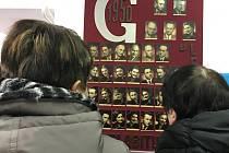 Ledečské gymnázium také v rámci oslav sedmdesátého výročí uspořádalo den otevřených dveří. Do školy se tak po letech přišli podívat i bývalý studenti.