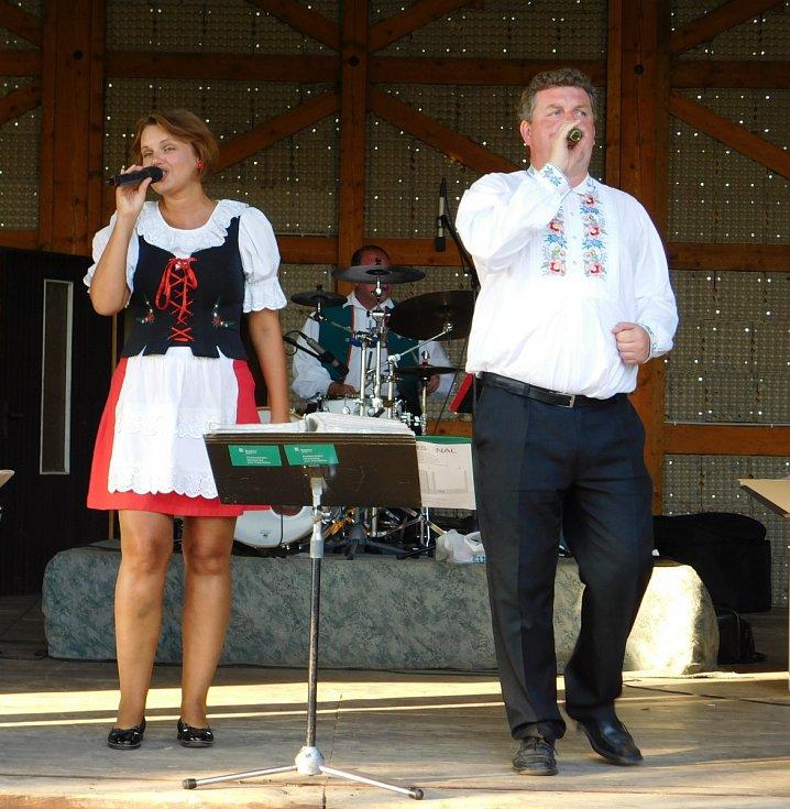 Na dobrohostovské přehlídce dechovek zahrála kapela Vysočinka.