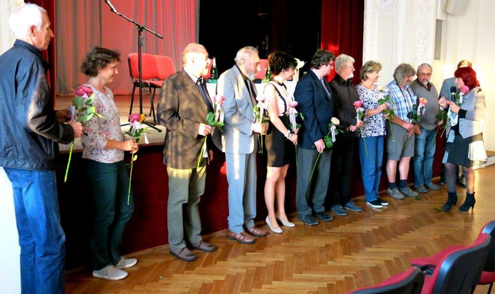 K členům Střediska východočeských spisovatelů patří známí autoři, například spisovatelka Marcela Marboe a František Uher.