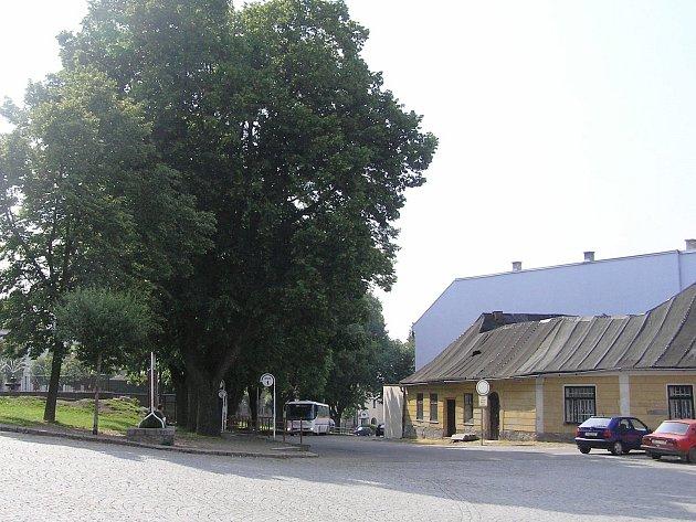 Přibyslavské náměstí slouží částečně jako autobusové nádraží.