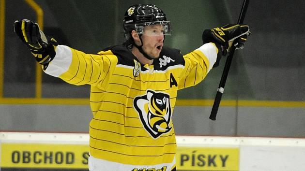 Vstup do finálové série měly lepší Moravské Budějovice, které vyhrály 6:3. Gól a asistenci si připsal Ladislav Rytnauer.