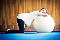 Veronika Kutlvašrová se specializuje na cvičení se ženami, které nemohou otěhotnět, se ženami v jiném stavu a také s těmi, které sužují různé poporodní problémy. Využívá při tom i vlastních zkušeností.