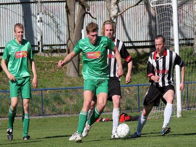 Broďáci si na domácím hřišti pohráli s Moravskými Budějovicemi a zaslouženě zvítězili. K nejlepším hráčům zápasu patřil Pavel Janďourek (v popředí), který jeden gól dal a na jeden přihrál.