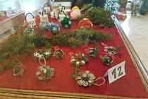 Tradiční i netradiční vánoční ozdoby.