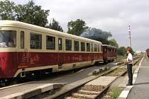 Romantickou siluetu výpravčího na nádraží v Chotěboři po téměř devadesáti letech nahradila technika.