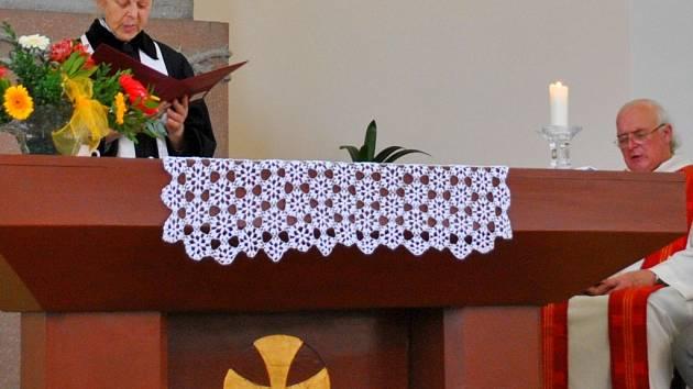 V kostele Církve Československé husitské se v pátek konala ekumenická bohoslužba.