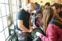 Žáci technických oborů chotěbořských škol pomáhali v Litvě.