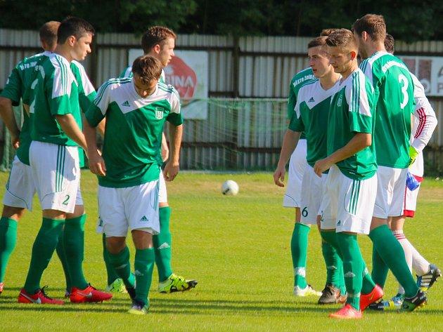 Radost si užívají fotbalisté ždíreckého Tatranu (na snímku), kteří v krajském přeboru plní roli favorita.