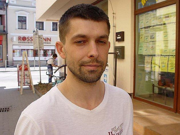 """Bývalý voják David Šimek z Havlíčkova Brodu popírá, že by se mstil soudcům a státnímu zástupci. Údajně to na něj chce někdo """"hodit""""."""