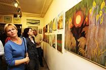 Až do ledna v Galerii Janáček na Bechyňově náměstí v Přibyslavi své obrazy a grafiky vystavuje velká česká herečka Blanka Bohdanová. Volba její letošní druhé výstavy (první byla v Praze) není náhodná, maluje na plátna vyrobená v přibyslavské manufaktuře.