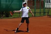Poražený finalista ve dvouhře Bořivoj Hájek (na snímku) sice vyřadil ve čtvrtfinále turnajovou jedničku Koláře z Náchoda, ale ve finále podlehl dvojce turnaje Unzeitigovi z Chocně, na MČR do Mostu pojedou oba.