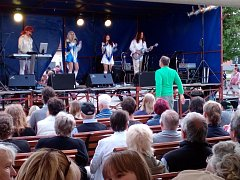 Hlavním tahákem byla v Lukách nad Jihlavou kapela ABBA revival.