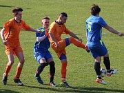 6:0. Takovým výsledkem skončilo derby mezi Mírovkou (v oranžovém) a Havlíčkovou Borovou. Mírovští fotbalisté si doslova otevřeli na svém hřišti střelnici.