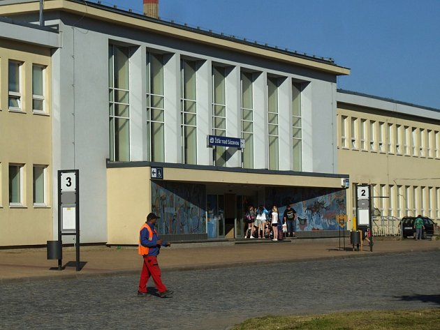 Vlakové nádraží ve Žďáru nad Sázavou.