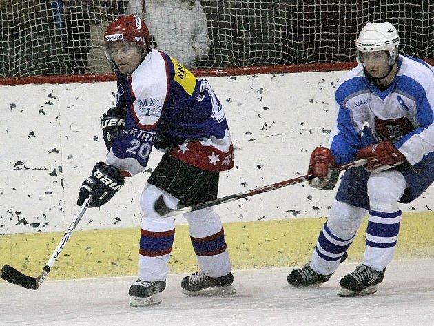 Derby se znovu stalo kořistí hokejistů ze Světlé nad Sázavou, kteří přehráli Chotěboř 7:4.