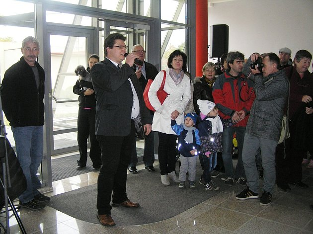 Moderní přístavbu základní školy v Golčově Jeníkově otevřeli ve středu. Bude v ní sedm tříd a speciální počítačová učebna.