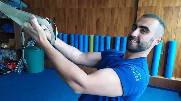 Fitness trenér Rostislav Adamec už opět cvičí ve své tělocvičně v Havlíčkově Brodě.