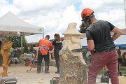 Motorovka a umění. Ve Štokách se o víkendu konalo největší setkání řezbářů s motorovou pilou v České republice.