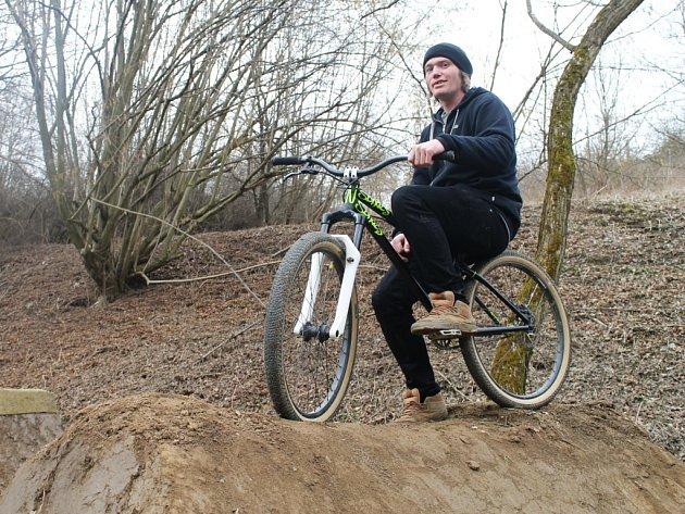 Oldřich Zlata se trailu věnuje již sedm let. Je také autorem dráhy s deseti skoky, kterou vlastními silami vybudoval v rokli nad pivovarským údolím v Ledči nad Sázavou.