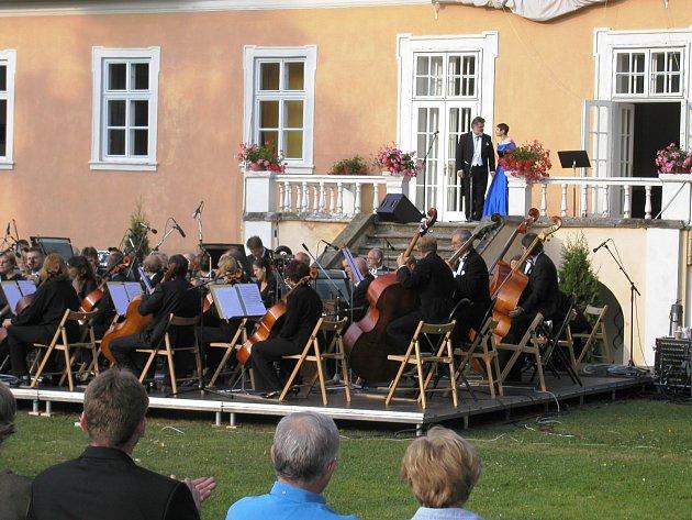Vilémov je městys s bohatou kulturní tradicí, zpíval zde i známý operní tenor Peter Dvorský