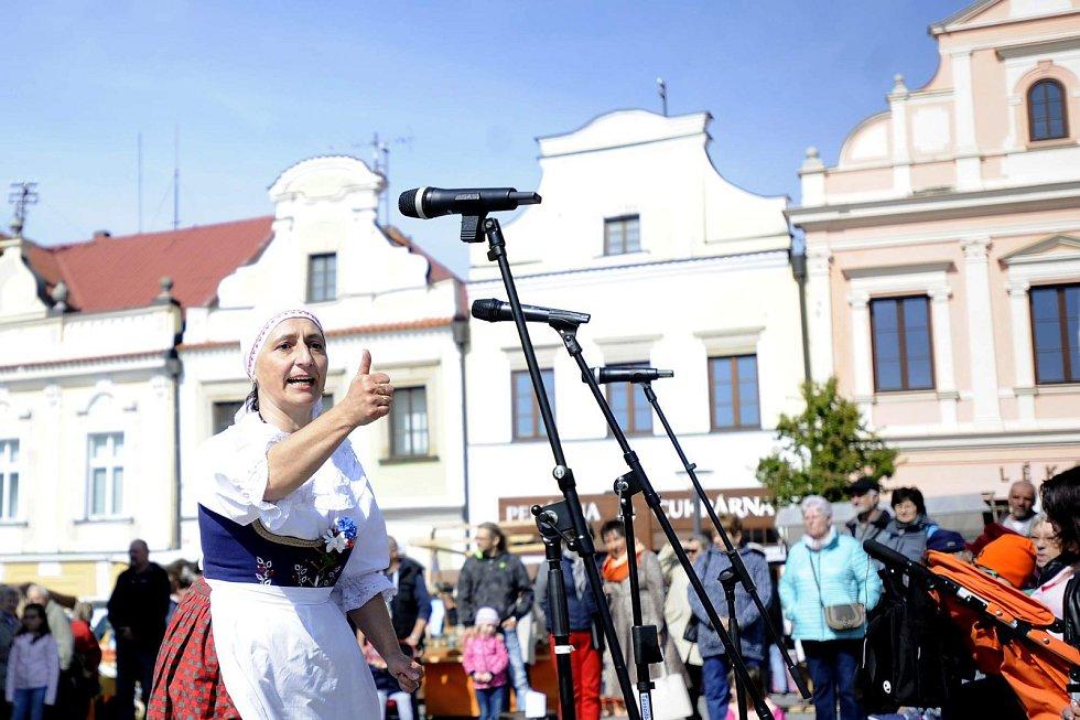 Folklorní soubor tvoří děti a dospělí. Založila ho učitelka Lucie Honsigová, soubor vystupuje na mnoha kulturních akcích.