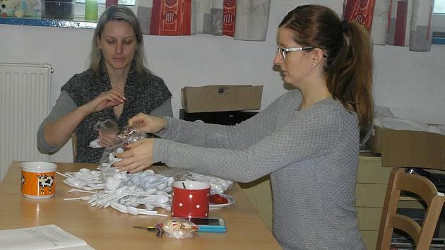 Prodejem výrobky z dílen Háta pomáhá  zajistit jejich provoz.