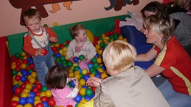 Maminky uspořádaly i sbírku hraček, ale ta velkou odezvu neměla. Přesto se jim podařilo shromáždit množství věcí, které dětem udělají radost.