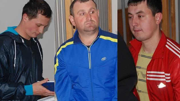 Trojice ukrajinských mladíků měla své ukrajinské dokumenty v pořádku, ale mimo to se cizinecké policii prokázali falešnými rumunskými doklady. To byl kámen úrazu, protože policistům se nezdála pravost těchto dokladů, což nakonec prokázala expertiza.