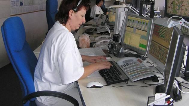 Dnes a denně naslouchají zdravotní sestry na dispečinku záchranné služby  volání o pomoc. Často se ale místo vděku dočkají urážek.