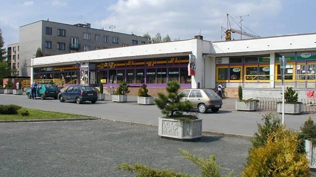 Tak vypadájí nákupní možnosti obyvatel  v centru Ždírce nad Doubravou. Není divu, že zákazníci touží po změně, nejlépe v podobě moderního supermarketu.