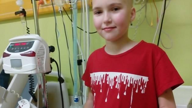 Klárka byla vždycky veselé a živé dítě, teď tráví dny pod dohledem lékařů.