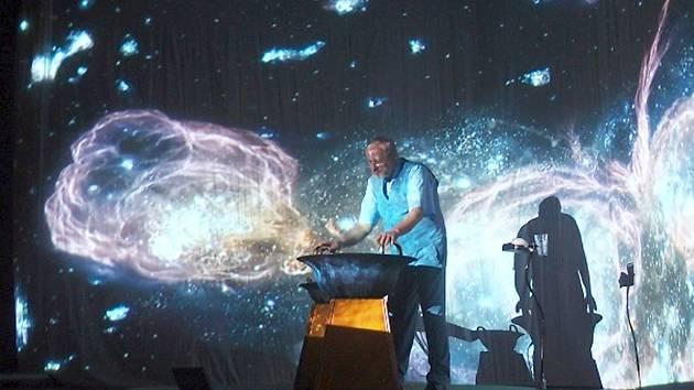 Návštěvníci koncertu uvidí výjimečný multimediální projekt spojující historický nástroj vodnářský zvon s unikátní velkoplošnou parabolickou projekcí.